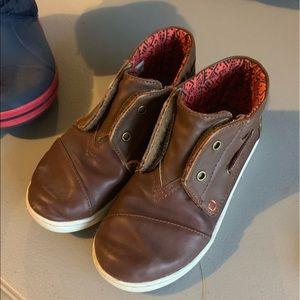 Tom's boys boots